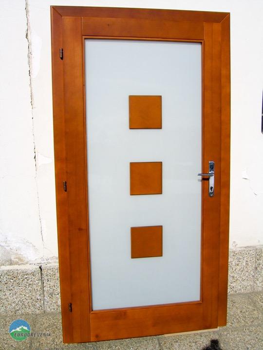 Masívne dubové vchodové dvere od spoločnosti Eurodreveník s.r.o